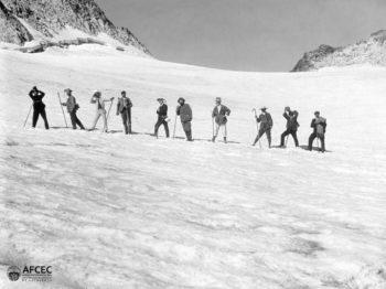 Montañeros en el glaciar del Aneto. AFCEC