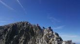 Montañeros cruzando el Puente de Mahoma