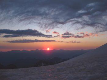 meteorologia-montaña-nubes-aneto-amanecer