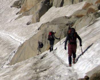 material-piolet-y-crampones-glaciar-aneto-montaña